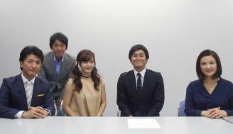 スーツ姿で挑む徳井健太さん、スポーツ紙の制作を取材した久住小春さん、勝敗の行方は?